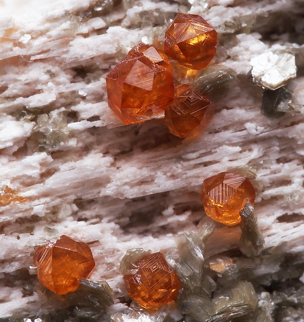 SPESSARTINE-lustrous-WELL-FORMED-crystals-CHINA-ae518